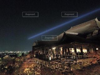 背景の大きな建物の写真・画像素材[754112]
