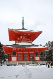 雪の中で時計塔の写真・画像素材[766333]
