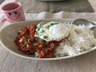 米肉と野菜一杯の食べ物の皿 - No.776502