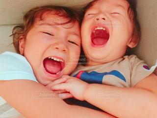 少年の口の中に歯ブラシで歯を磨くの写真・画像素材[1621512]