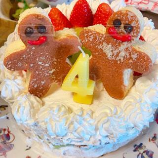 皿の上のケーキを大の写真・画像素材[1672257]