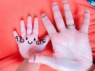 手を閉じるの写真・画像素材[2370781]