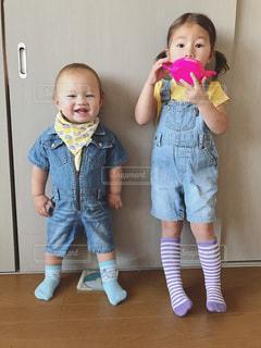 歯を磨く小さな女の子の写真・画像素材[2415859]