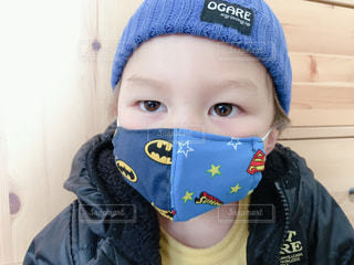 帽子をかぶった小さな男の子の写真・画像素材[3283322]