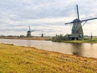 オランダ名物キンデルダイクの風車群🇳🇱の写真・画像素材[1196893]