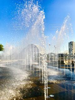 噴水の写真・画像素材[2141438]