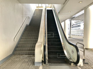 階段とエスカレーターの写真・画像素材[2168928]