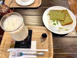ロイヤルミルクティー&シフォンケーキの写真・画像素材[2756248]