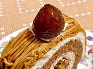 栗のロールケーキの写真・画像素材[3823315]
