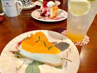 ケーキとレモンスカッシュの写真・画像素材[4622181]