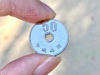 ピカピカの50円玉の写真・画像素材[4916917]