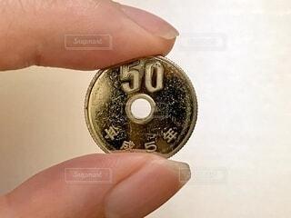 ピカピカの50円玉の写真・画像素材[4924843]