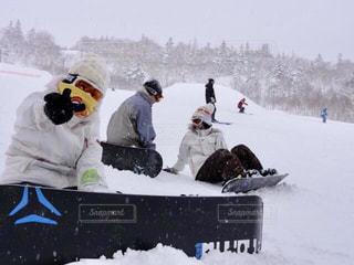 仲間達とスノーボードの写真・画像素材[904859]