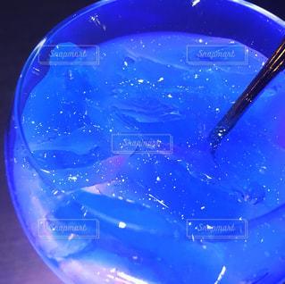 グラスに写る星空の写真・画像素材[867564]