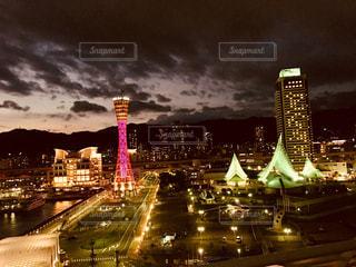 神戸の夜景。ポートタワーと博物館。の写真・画像素材[921141]