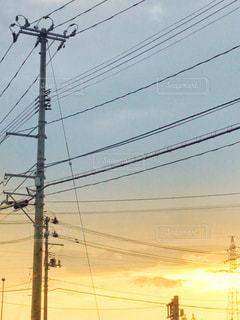 秋のある日の夕暮れの写真・画像素材[2411676]