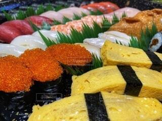 食べ物,飲み物,鮮やか,料理,和食,日本食,寿司,お祝い,たまご,パーティー,出前,魚介類,素材,宅配,テイクアウト,巻き寿司,デリバリー,生寿司,お持ち帰り