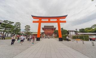 屋外,京都,海外,神社,観光地,観光,旅行,休日,寺,お祈り,爽快,おでかけ,お参り,観光客,お出かけ,神社仏閣,日中,お願い事,お寺詣り,海外の観光客多い