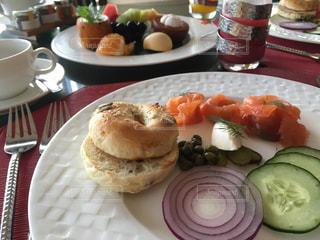 バリ島,ラグジュアリーホテル,ホテルの朝食,アヤナリゾートホテル,ダヴァ,サーモンとクリームチーズのベーグルサンド