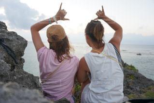海,夏,夕日,後ろ姿,沖縄,アロハ,aloha,フォトジェニック,インスタ映え,サンサット,SUNSAT,ジェスチャー