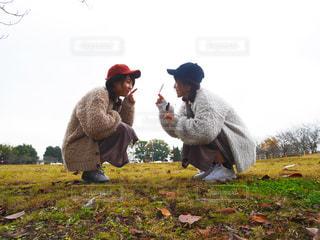 芝生と紅葉 - No.784766