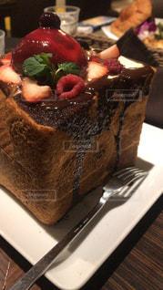 テーブルの上のチョコレート ケーキ - No.1149281
