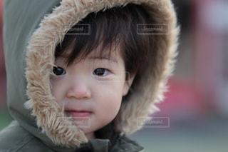 帽子をかぶった小さな女の子の写真・画像素材[1028976]