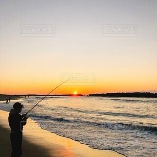 自然,風景,海,空,太陽,朝日,ビーチ,雲,砂浜,水面,海岸,釣り人,正月,釣り,お正月,日の出,サーフ,新年,初日の出,遠州灘,朝まずめ