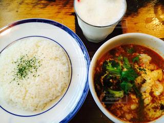 米やカップに野菜のボウルの写真・画像素材[752623]