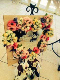 テーブルの上の花の花瓶 - No.770269