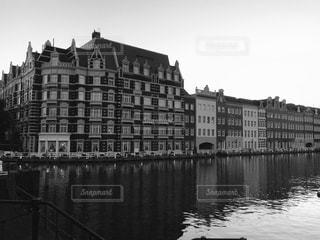 水の体の上の橋の写真・画像素材[820114]