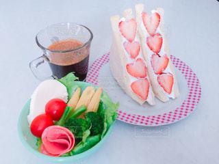 コーヒー,朝食,いちご,ハート,食器,サラダ,サンドイッチ