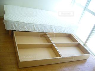 新品の収納付きベッドの写真・画像素材[3307940]