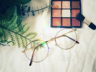 コスメと眼鏡の写真・画像素材[3762552]