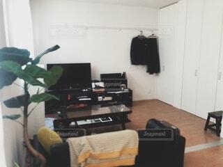 観葉植物のある部屋の写真・画像素材[3900646]