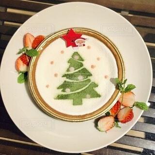 クリスマスツリーのケーキの写真・画像素材[3979690]