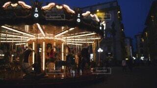 乗り物,夜,幻想的,光,観光,遊園地,メリーゴーランド,イタリア,海外旅行,フィレンツェ,レプッブリカ広場,非現実的