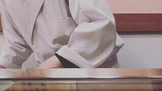 屋内,人物,人,日本,料理,寿司,調理,仕事,職人,カウンター,手元,寿司職人,大将,寿司を握る