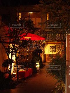 建物は夜ライトアップの写真・画像素材[906147]