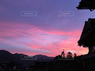 夕暮れ時の都市の景色の写真・画像素材[1395691]