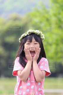花,田舎,子供,女の子,花かんむり,びっくり