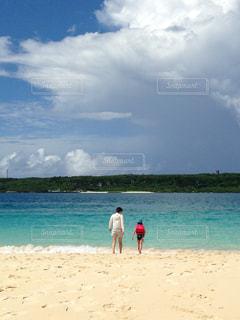 海,後ろ姿,宮古島