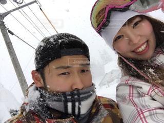 雪の中で立っている女の子の写真・画像素材[928885]