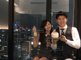 夜景,ケーキ,カップル,景色,笑顔,高層ビル,誕生日,お祝い,記念日,笑う,コンラッド大阪