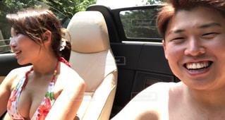 女性,空,夏,屋外,水着,暑い,車,人,笑顔,日本,デート,ドライブ,運転,オープンカー,あつい