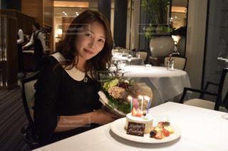 女性,ケーキ,花束,綺麗,未来,レストラン,誕生日,デート,夢,サプライズ,ポジティブ