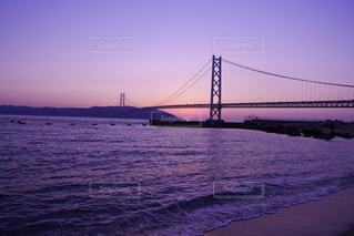 水の体の上の橋 - No.986481