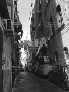 忙しい街の通りの黒と白の写真の写真・画像素材[824406]
