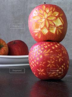 テーブルの上のオレンジのボウル - No.926275