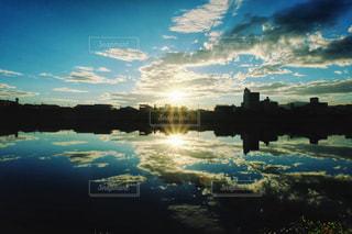 空を映すの写真・画像素材[1864038]
